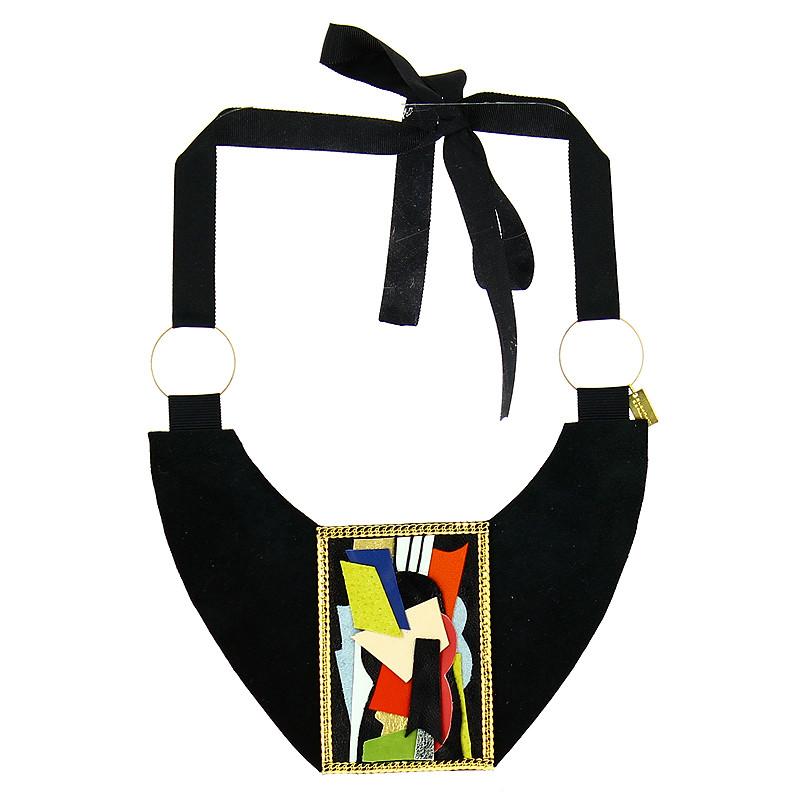 zoom Collar Popova (Bodegón con instrumentos)