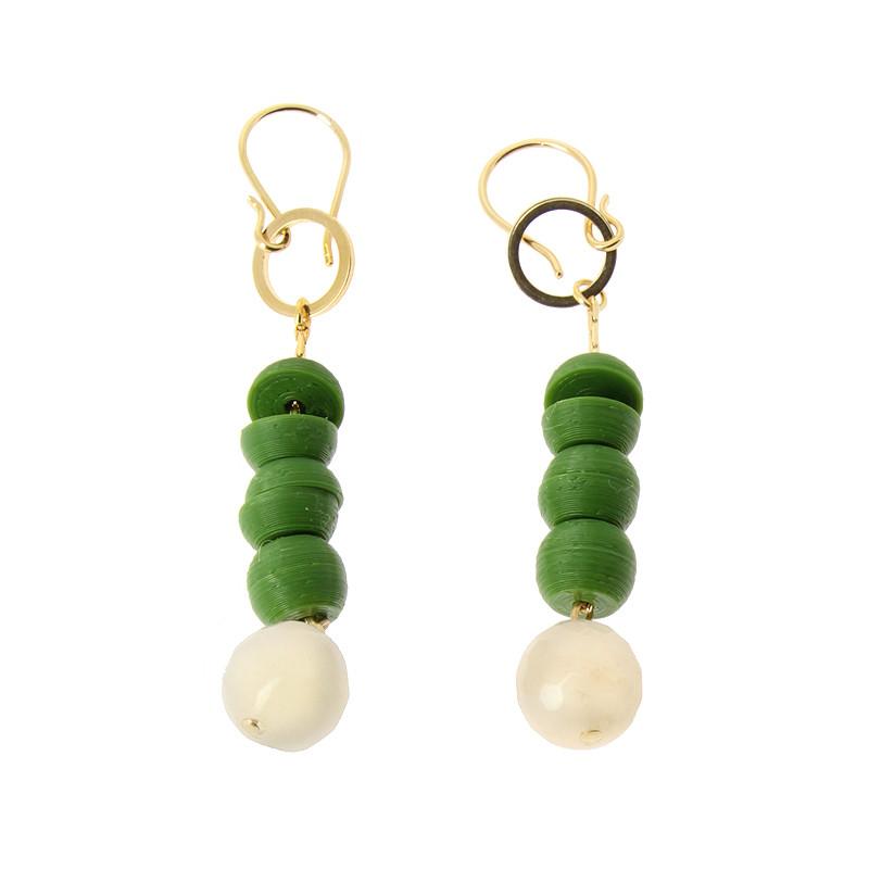 zoom Pendientes verdes y blancos Sonia Delaunay por Helena Rohner