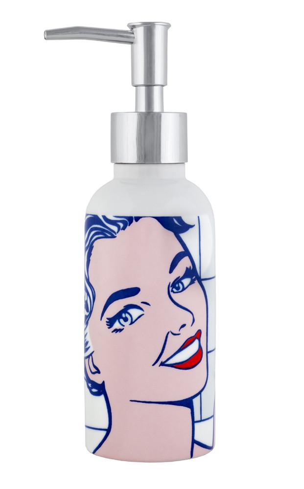 Dispensador de jabón Mujer en el baño