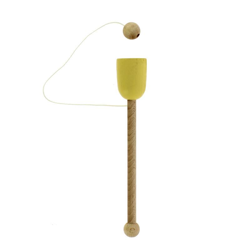 Cloc cloc de madera amarillo