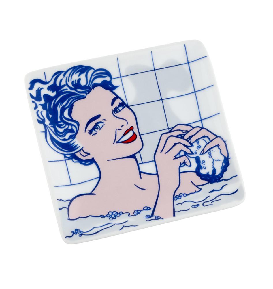 Jabonera Mujer en el baño