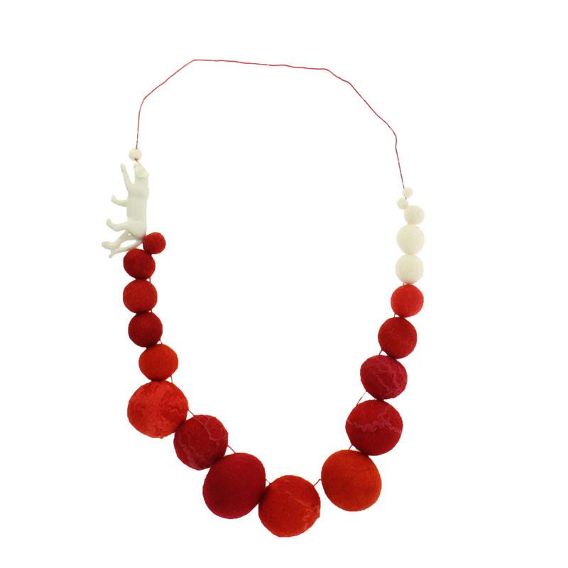Collar rojo porcelana y fieltro Jardín del Edén